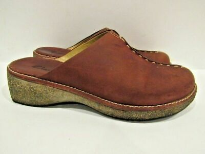 d971444a2ed9 CLARKS Size 8 EU 38.5 Red Leather Slip On Wedge Mules Clogs Slides Shoes  Womens