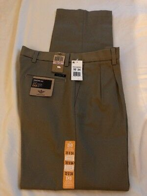 21608a7d0 NWT Dockers Men's 32x34 Signature Khaki Pant D3 Classic Fit Pleated Stretch