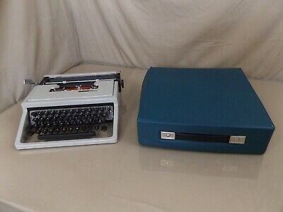 Olivetti Underwood Lettera 31 Portable Typewriter with Case WORKS!