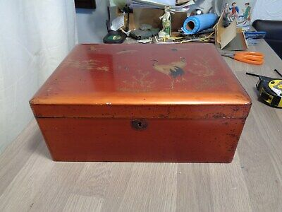 Large Japanese laquered box decorated with cranes