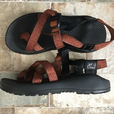 6b4591224ba8 Womens Chaco Sandals size 8 Red Orange Pattern Straps w  Toe Vibram Sole
