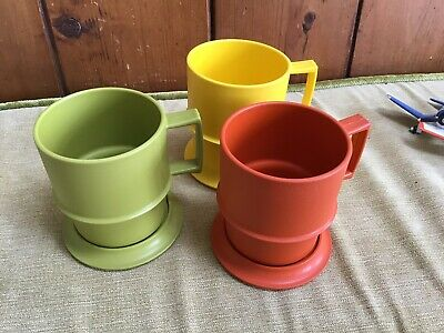 3 Tupperware Cups With Lids
