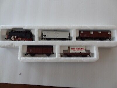 TT model Train c/w four cars used, German Line good shape