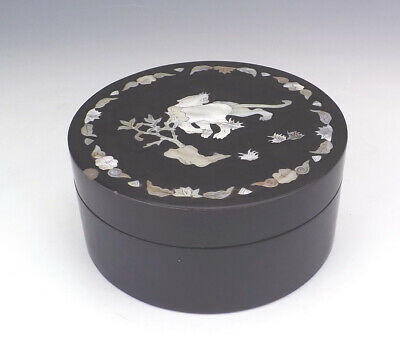 Antique Chinese Lacquered Mother Of Pearl - Oriental Tiger Decorated Box