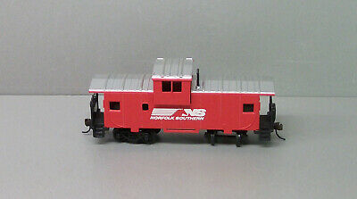 Bachmann HO Train Caboose Car - Norfolk and Western Caboose Car