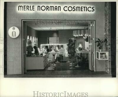 1967 Press Photo Merle Norman Cosmetics store at Oakwood Shopping Center
