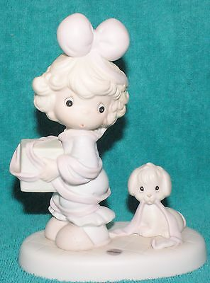 """Precious Moments """"TIED UP FOR THE HOLIDAYS""""  527580   NIB   MINT"""