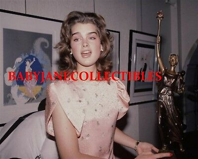 BROOKE SHIELDS color candid CIRCLE GALLERY ERTE opening (103)
