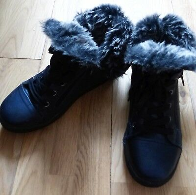 Immaculate Bullboxer Girls Winter Boots, with Faux Fur Trim, Size UK 3.5 (EU 36)
