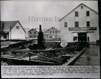 1942 Press Photo Japanese planes attacked buildings of Alaskan town of Dutch Har
