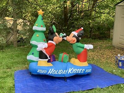 Mickey and Minnie with Mistletoe Scene Christmas Inflatable Disney 5.5 ft