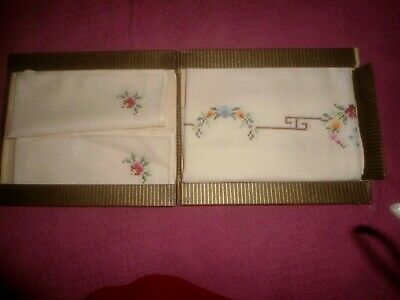 A Gorgeous Boxed Cream Unused  Tablecloth & 4 Napkins Hand Cross Stitched