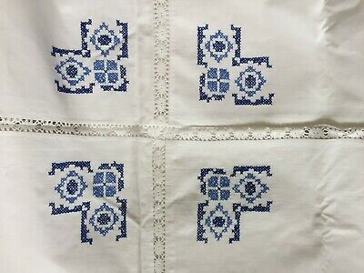"""Vintage Large 69"""" X 49"""" Linen Hand Embroidered Tablecloth And 2 Napkins"""