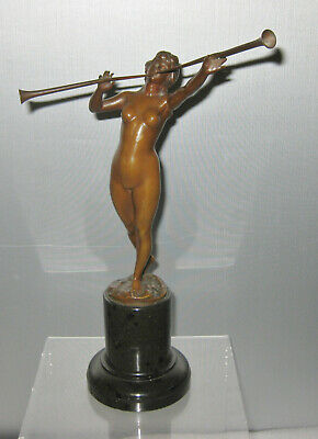 ANTIQUE 19 cent. BRONZE OF A NUDE BLOWING TWO TRUMPETS