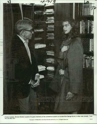"""1979 Press Photo Actress Brooke Shields, George Burns in """"Just You and Me, Kid"""""""