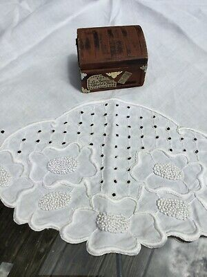 Vintage Arts & Crafts Hand Embroidered White Linen Round Tablecloth 35 In Lovely