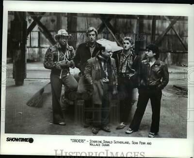 1985 Press Photo Donald Sutherland, Sean Penn & Wallace Shawn in Crackers