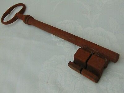 "LARGE RECLAIMED RUSTIC 22cm 9"" VINTAGE FRENCH CHURCH CASTLE GAOL KEY"