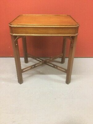 Antique Style Mahogany Side Table Sn-636a