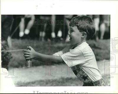 1983 Press Photo Trey Peterson looks for silly sting target-St. Elizabeth Fair
