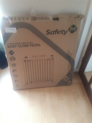 Safety 1st Simply Close Pressure Fit Metal Gate - White
