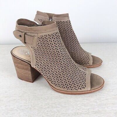 8887b0782f8 VINCE CAMUTO VC Lidie Perforated Peep Toe Shoes Sandals women's 9 ...