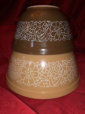 Vintage Pyrex Woodland Brown Tan Flowers Mixing Nesting Bowls Set of 2 401 402