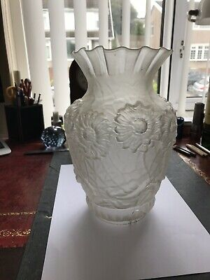 Antique victorian frosted tulip flared oil lampshade