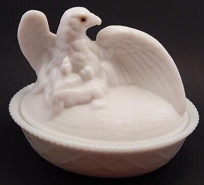 Beautiful Vintage Westmoreland Milk Glass Eagle & Eaglets On A Nest Glass Eyes