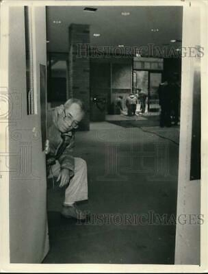 1985 Press Photo Principal inspects damaged door at Albany High School, New York