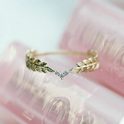 14k gold 3 tiny diamond pieces of exquisite small fresh ladies engagement ring