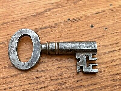 late victorian or edwardian fancy key  -  from a rectory !  . ref 4
