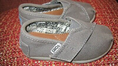 80d18aacb EUC Tiny TOMS Classics Infant Toddler Baby Canvas gray Slip-On Shoes SZ 5