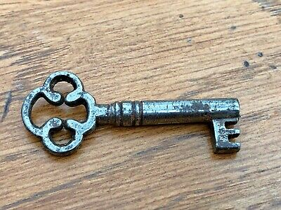 fancy georgian or victorian small key . ref 5