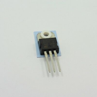 Linear Voltage Regulator TO-220 with Transistor Sheet and Nylon Ring Washer Pad