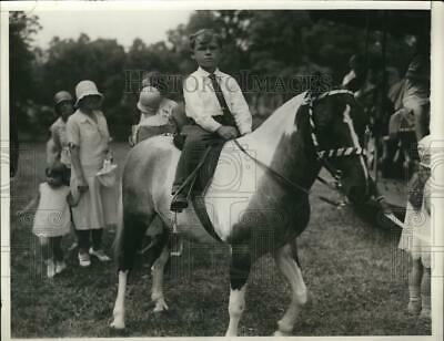 "1930 Press Photo Annual Garden Fete at Mrs. Payne Witney's ""Greentree"""