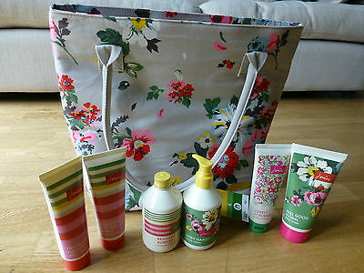 Joules Ready For The Weekend Bag & Gift Set with Luxurious Toiletries - NEW
