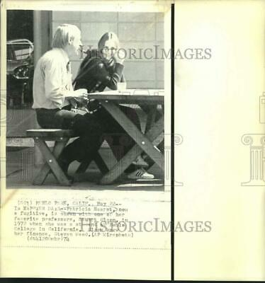 1972 Press Photo Patricia Hearst with Professor Stuart Olson at Mehle College