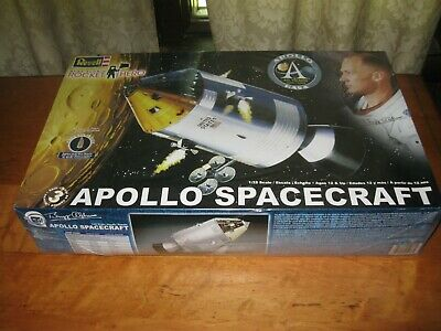 Revell Apollo Spacecraft NASA Buzz Aldrin Rocket Hero 1/32 Model 855086