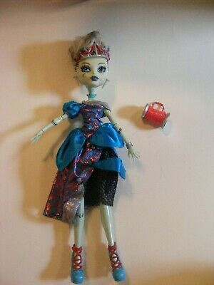 Monster High Doll By Mattel: Threaderalla Frankie Stein