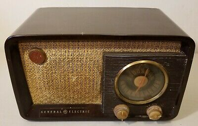 Vintage - General Electric - AM / FM - Tube Radio - Fires Up - Un-Tested - READ