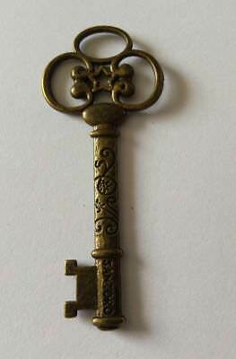 2 pcs - Large Skeleton Key Charms in Antique Bronze Vintage Steampunk Style