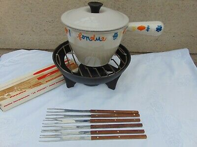 VINTAGE LE CREUSET VEG PATTERN FONDUE SET with LIDDED PAN & FORKS