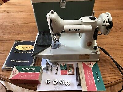 Vintage Singer Feather Weight White 1964 221K sewing machine + access. Exc cond.