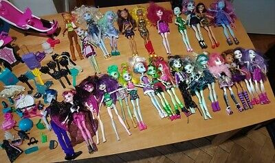 Monster High Dolls Huge Bundle - 27 dolls, a bathroom playset and accessories!
