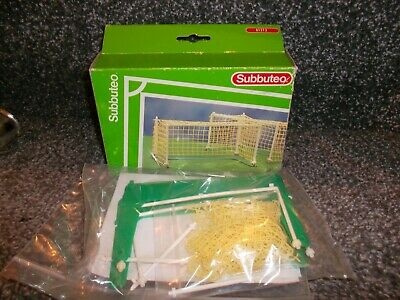 Subbuteo 'Mondial ' Goals  Ref 61213 In  Very Good  Condition
