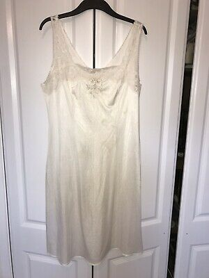 VINTAGE SILKY SLIPPERY WHITE NYLON FULL SLIP - Large