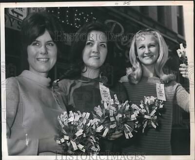 1967 Press Photo Students sell Poppies for American Legion Auxiliary, Houston