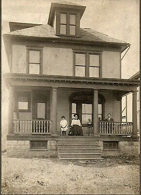 62434. circa 1900 Cabinet Card Photo Sturdy Maine House family of three with dog