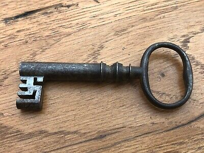 victorian wire bow steel key - large safe or silver box  ( hollow bore )  ref 8
